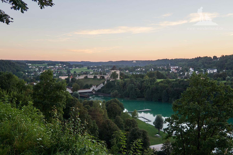 Blick von der Burg Burghausen auf den Wöhrsee.