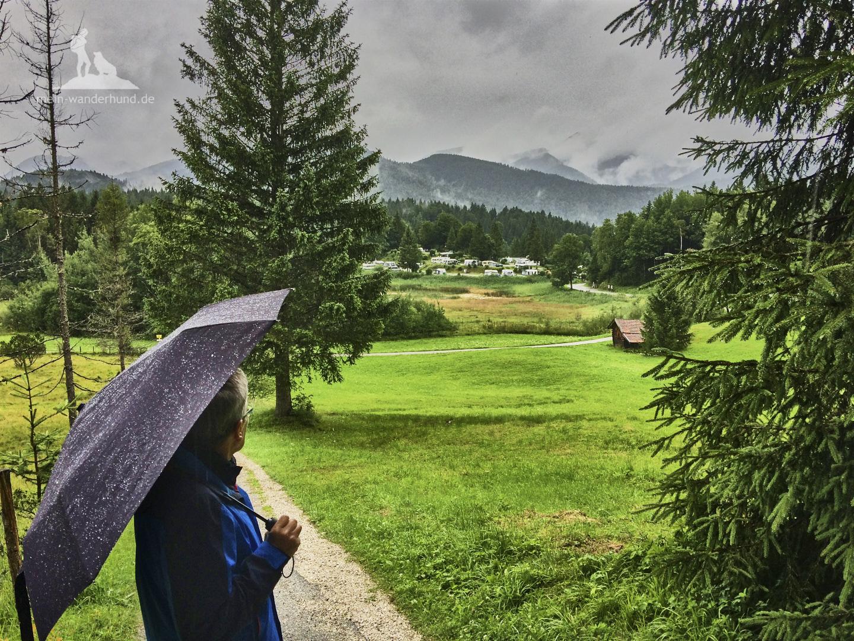Buckelwiesenwanderung bei Krün: Blick auf den Campingplatz Tennsee