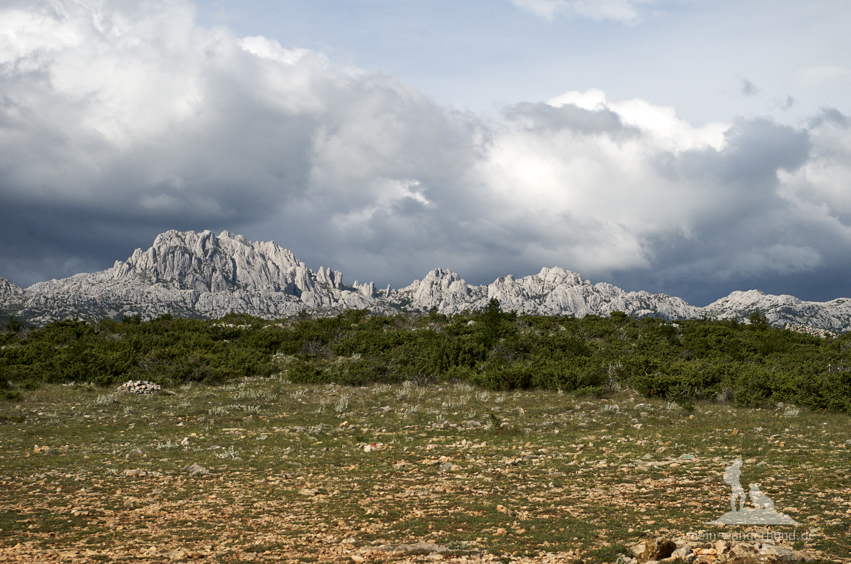 Urlaub mit Hund Kroatien: Blick aufs Velebit-Gebirge