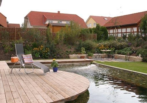 Wellness im eigenen Garten mit  Holzterrasse und Gartenteich in Bräunlingen