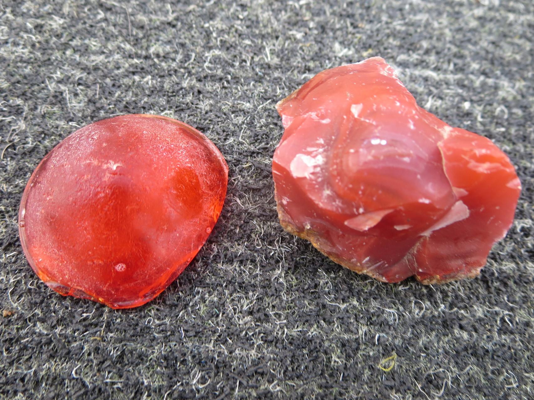 roter Achat & eine halbe rote Glaskugel