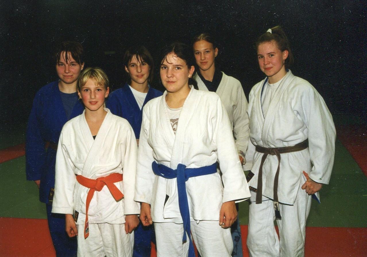 2000 Frauenmannschaft  Sonja Kaller, Daniela Weitzer, Doris Washüttl, Stefanie Stummer (v.l.n.r hinten)  Christina Kreimer, Angela Weitzer (v.l.n.r. vorne)