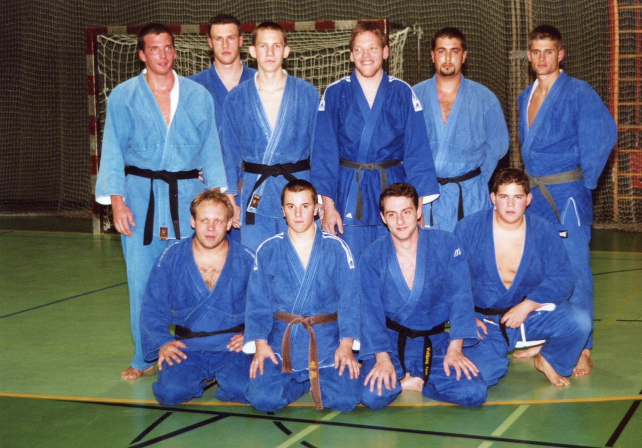 2001 Jürgen Holzer, Gernot Böhm, Lukas Baumgartner, Alexander Hobsig, Admir Hasanovic, Martin Kreil, Werner Bogenstorfer, Markus Schneider, Wolfgang Goll, Markus Betz