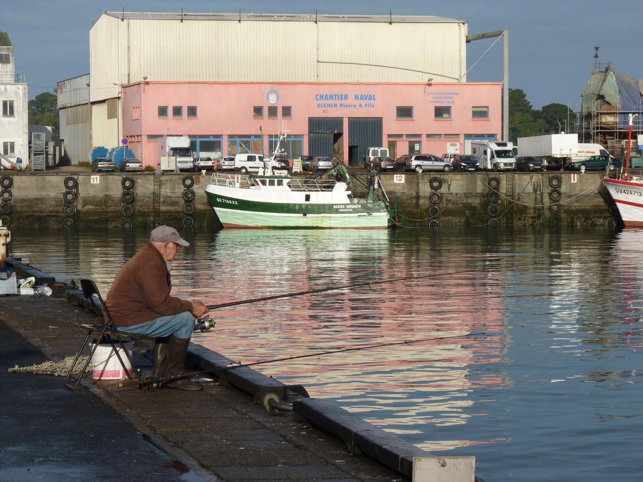 Pêcheur sur le nouveau port de pêche du Rosmeur