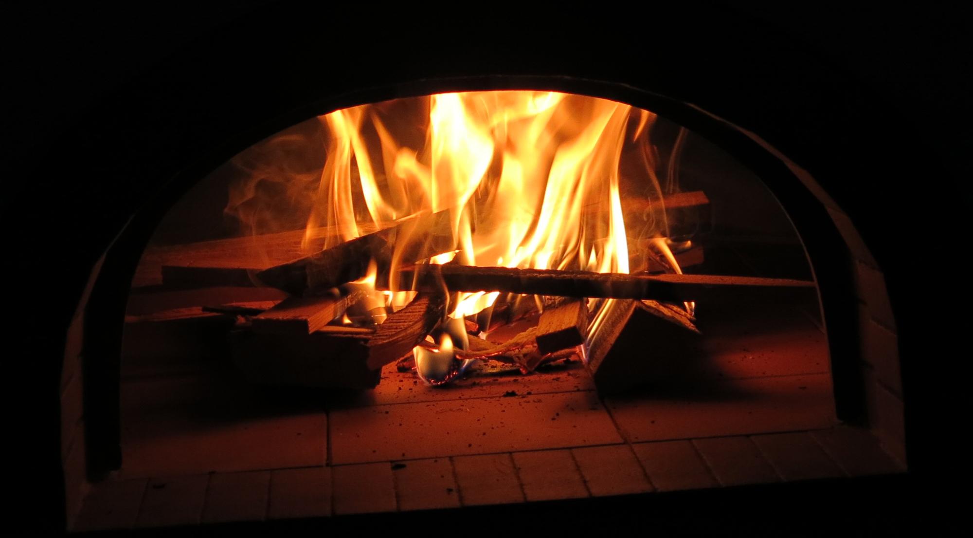 08. ca. 2 Stunden feuern um den Ofen auf 350°C aufzuheizen