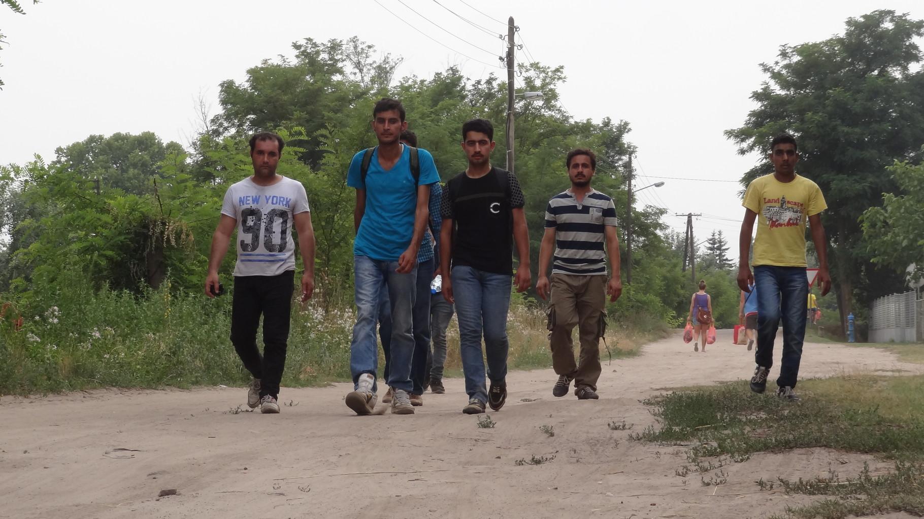 sechs, afghanische, junge Erwachsen, zu Fuss nach Deutschland
