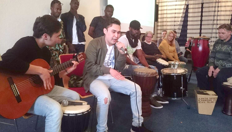Hadi und Madi und einem Gitarren- Kurs mit einen selbst gemachten Lied