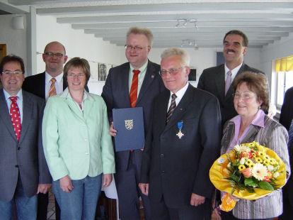 Von links: Norbert Bötzel, Dirk Hofmann, Claudia Ravensburg, Dr. Thomas Schäfer, Gerhard Specht, Claus Junghenn, Gerda Specht, verdeckt Frank Schmitt