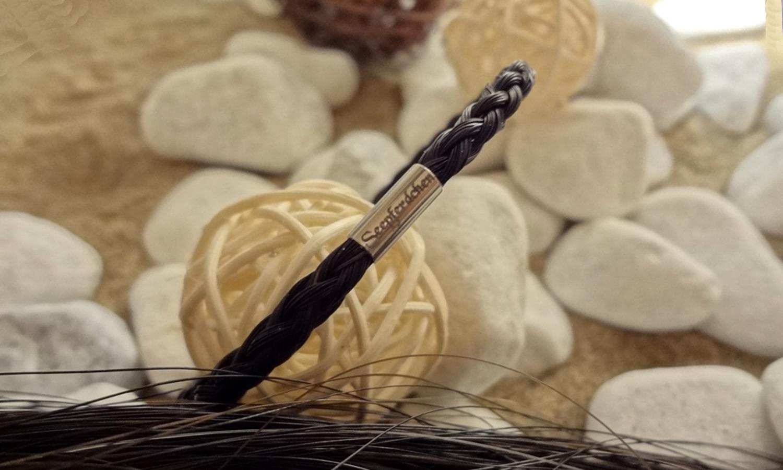R6-Gravur-Edelstahlhülse (dünn): Rund geflochtenes Armband aus 6 schwarzen Strängen mit einer dünnen Edelstahlhülse mit Gravur - mit Edelstahl-Bajonettverschluss - Preis: 59 Euro