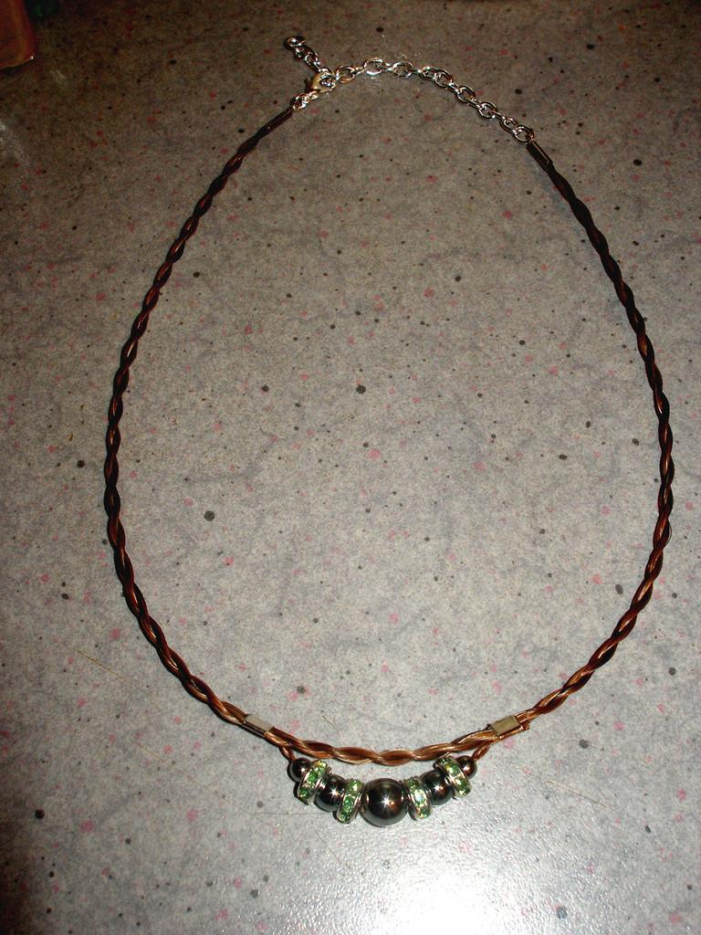 """Halskette """"Red Pointed"""" in dickerer Version und grünen Rondellen"""