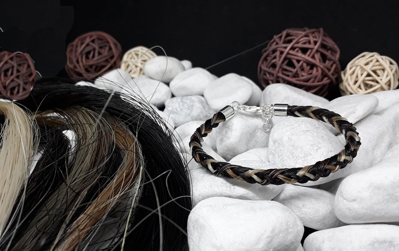 R8-bunt: Rund geflochtenes Pferdehaar-Armband aus Strähnen von 8 Pferden, mit 925er Silber-Karabinerverschluss - Preis: 64 Euro
