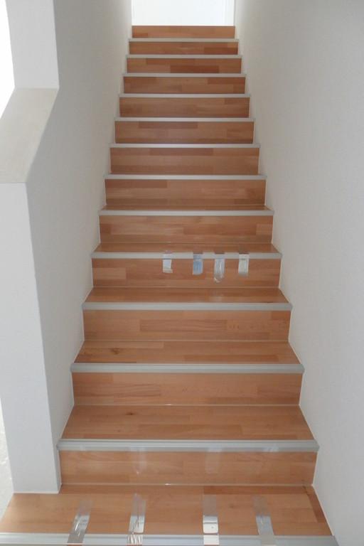 treppen 1 laminat er der laminat verleger. Black Bedroom Furniture Sets. Home Design Ideas