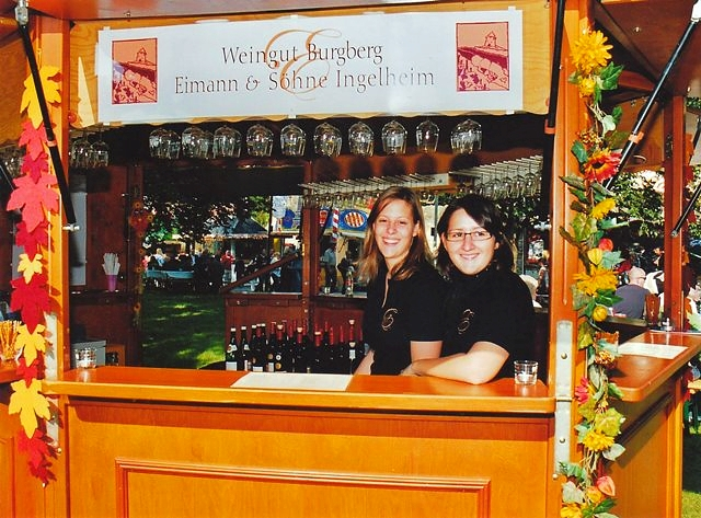 Weinstand im Rosengärtchen mit Sandra & Martina 2008