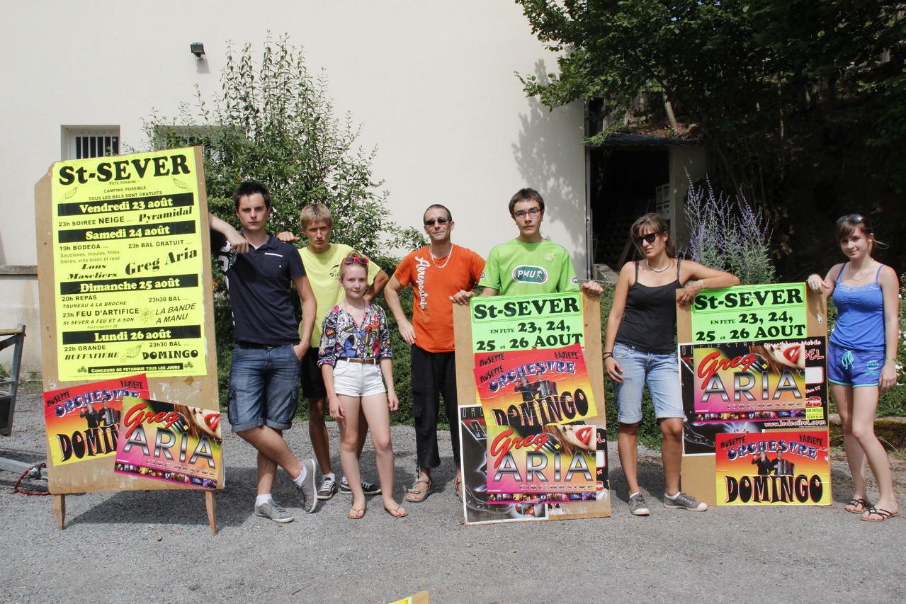 les jeunes encolent les affiches