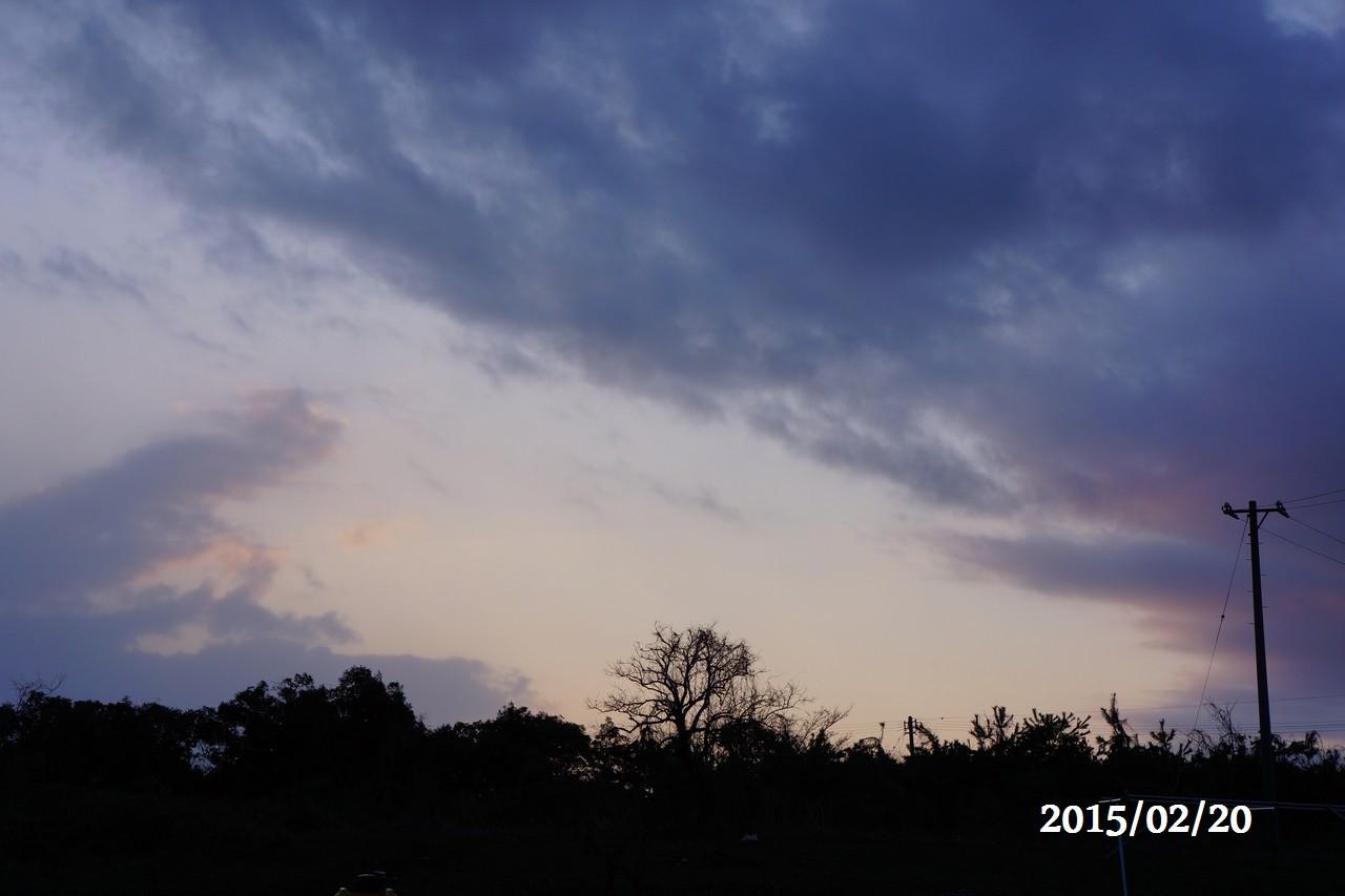 2月20日:朝焼けで紫の空