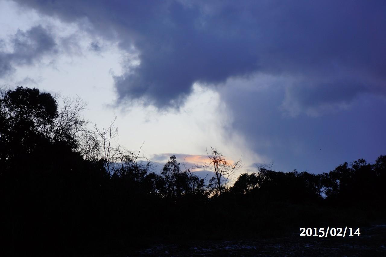 2月14日:朝焼けが少し見えます。