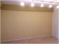 壁面に間接照明を付けた写真