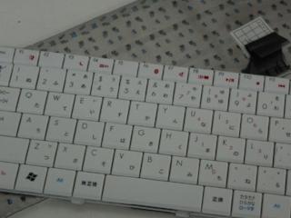 ノートPCのキーボード修理の為に取り外したキーボードユニット
