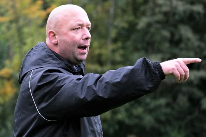 Marco Gregor bleibt Trainer beim SV Engern