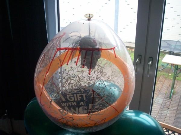 Schrumpfkopf im Ballon. € 14,98