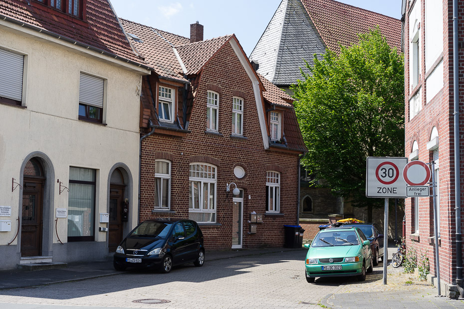 Woche 12: Nienberger Kirchplatz vor Haus Nr. 6