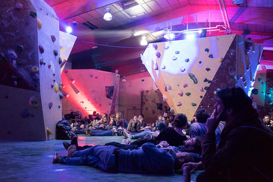 Live-Musik und sich auf dem weichen Matten-Boden der Kletterhalle lümmeln.