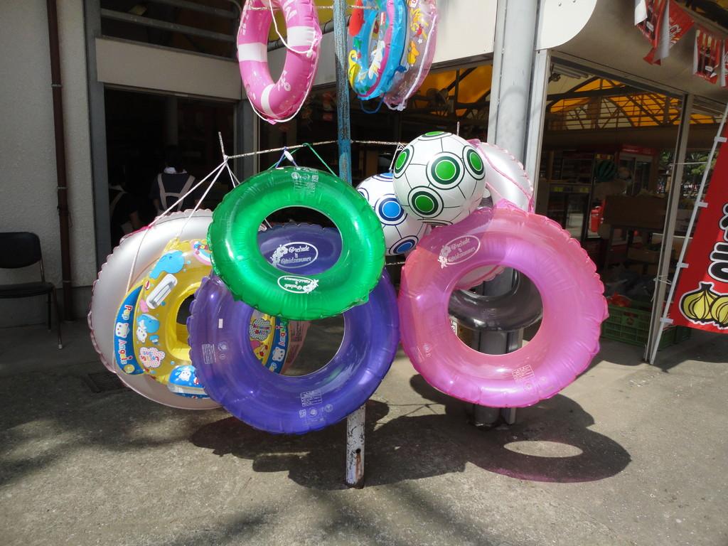 売店の浮輪