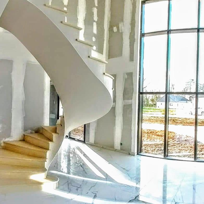 L'escalier est terminé , le chantier est propre