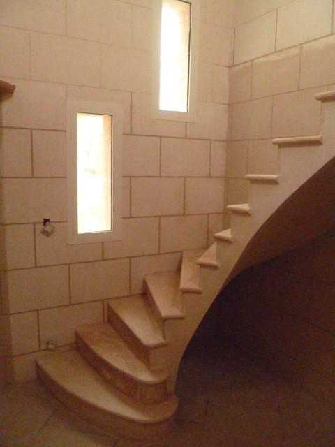 Encore du plâtre sous la voûte et les murs