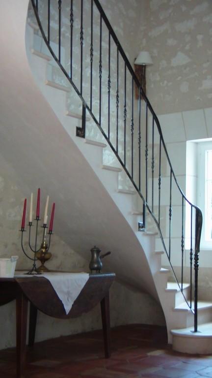 Escalier 2 quarts tournants sur mur pierre apparente maison rénovation