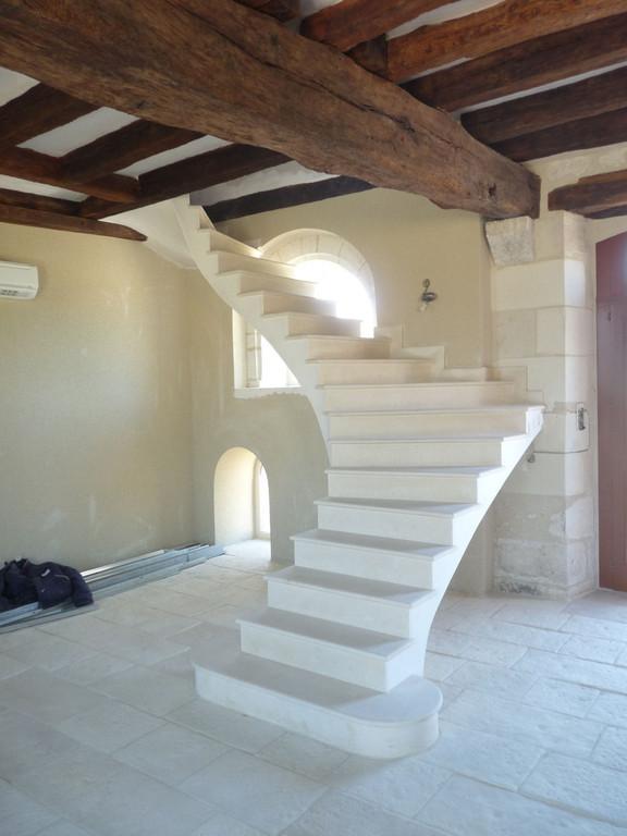 Escalier en pierre  combe brune