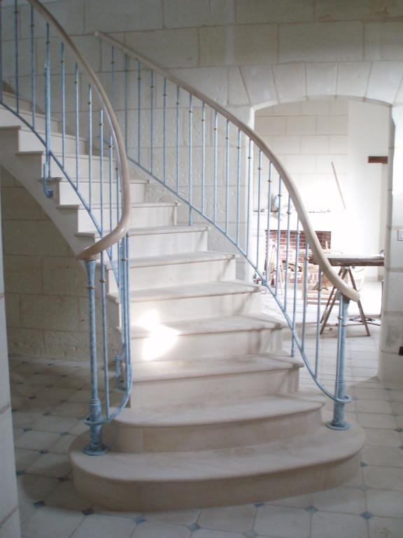 Escalier en pierre combe brune maison en rénovation rampe Joël Baudouin