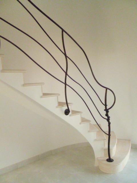 Maison neuve escalier dans une tour rampe Charlie Boquet