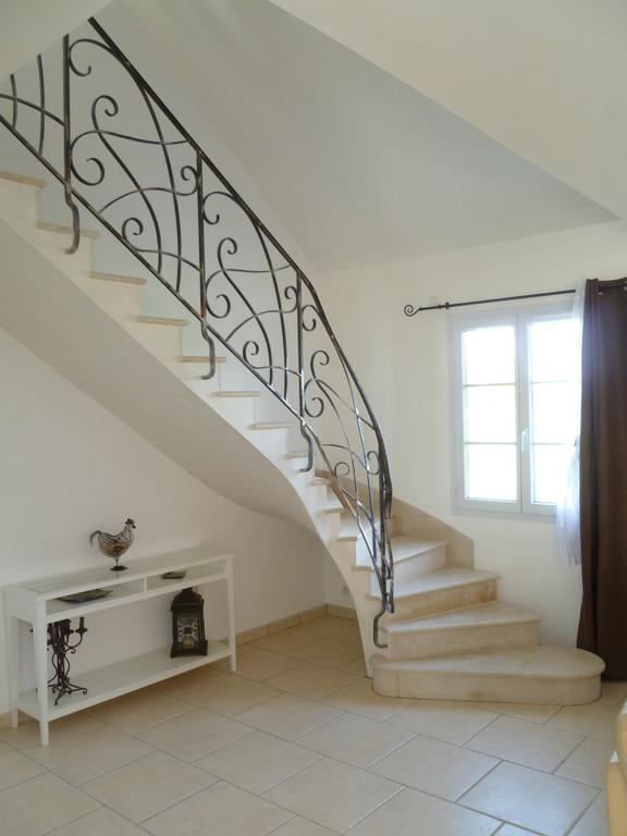 Escalier en pierre de Haims plinthe rampante maison en réhabilitation