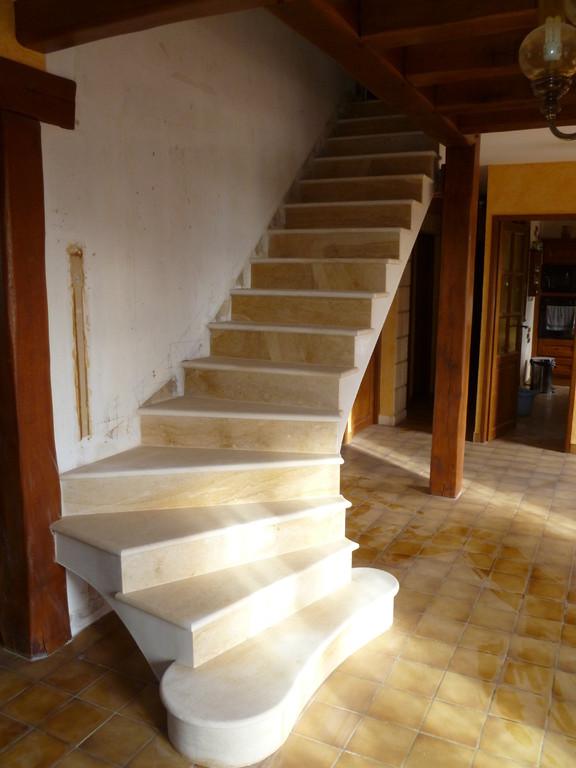 Escaliers en pierre de LA Celle maison en réhabilitation