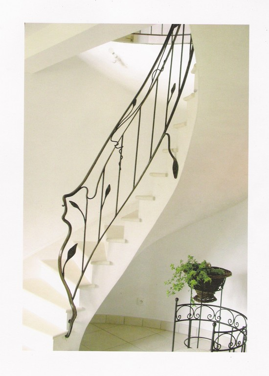 Escalier en arrondi en pierre Combe Brune maison neuve