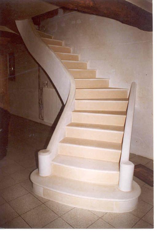 Escalier en pierre avec deux limons stuc.jpg