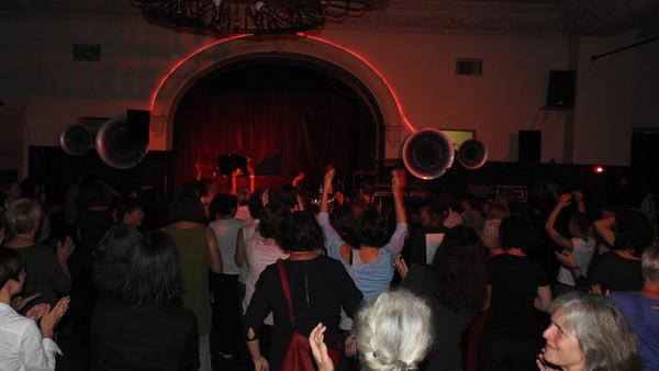 Das Publikum außer Rand und Band...