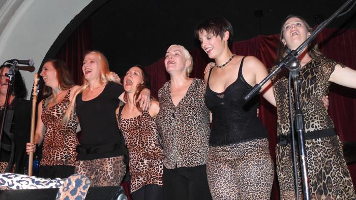 Die Gabys nehmen die Zugaby-Rufe des Publikums entgegen...