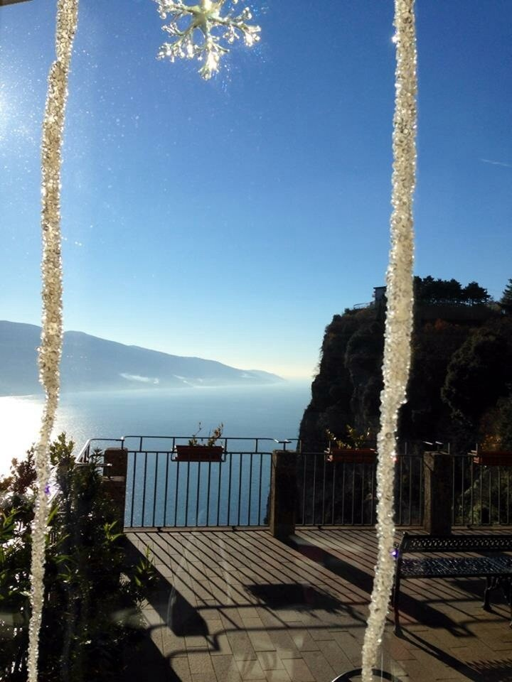 Frohe Weihnachtstage wünscht das Villa CASA BRASA Team : Bergfee Astrid und Wuff Pi