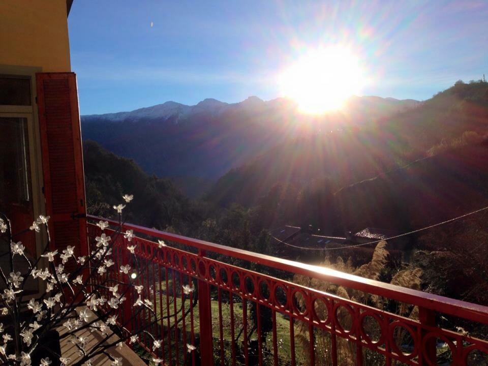 17.Dezember , Blick vom Balkon der Villla CASA BRASA , der Balkon mit gemütlicher Sofa- Sessel-Genussplatz und 2 Frühstücksplätzen , zieht sich um 50 % der Villa
