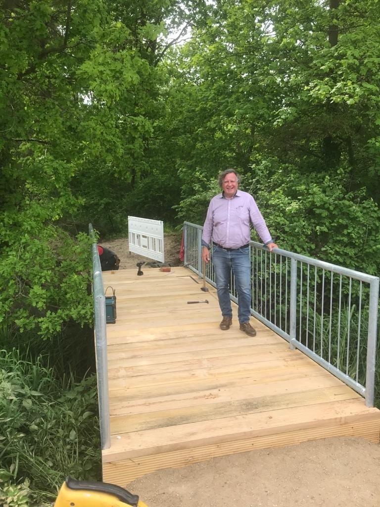 Bürgermeister Knoll setzte sich persöhnlich für den Bau der Brücke ein.
