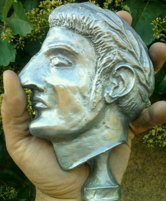 Jugurtha est le petit-fils du roi numide Massinissa dont le tombeau se trouve à Cirta, l'actuelle Constantine en Algérie, et qui fut un grand allié de Rome durant les guerres puniques ; il recevra le titre d'« ami de Rome ». Son père est Mastanabal, frère