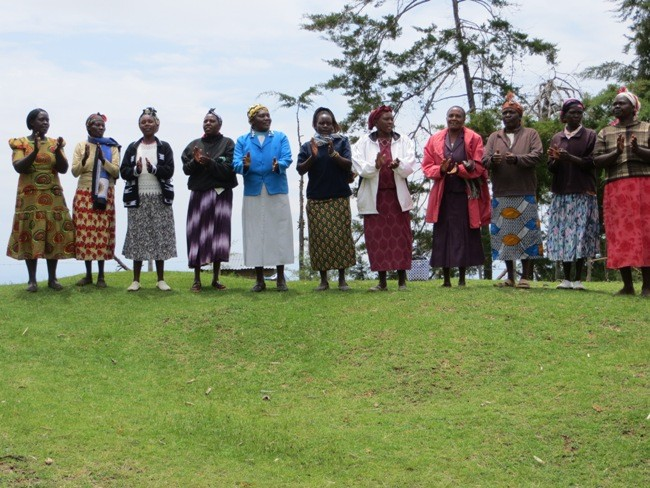 Wie so oft in Kenia wird gesungen und getanzt.