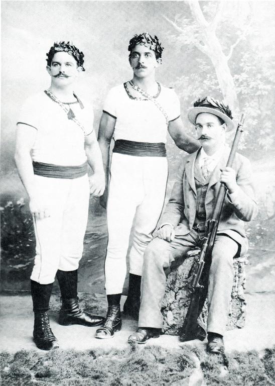 Die Kranzturner Leo und Adolf Heinis, Kantonalfest Bubendorf 11. 8. 1901
