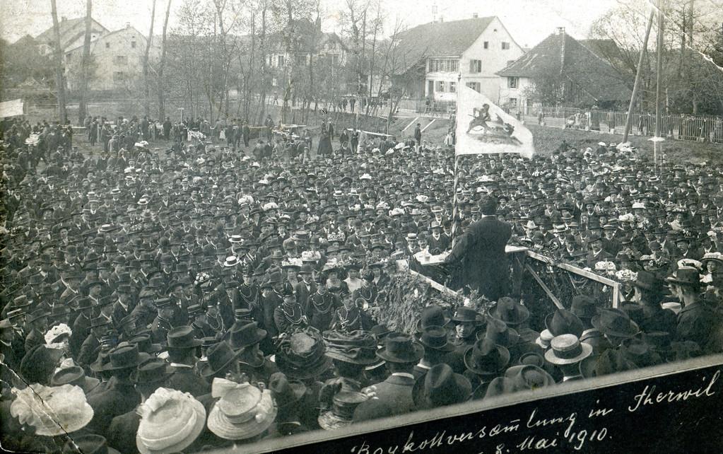 Boykottversammlung bei der heutigen Mehrzweckhalle, 8. Mai 1910