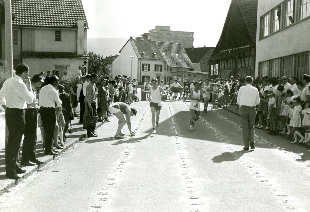 Eierlesen im Hinterweg, 1964