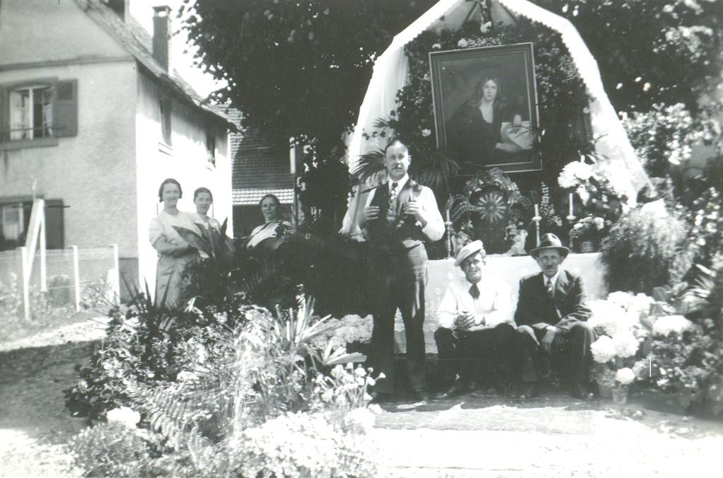 Grosssonntagsprozession: Altar auf dem Kirchplatz