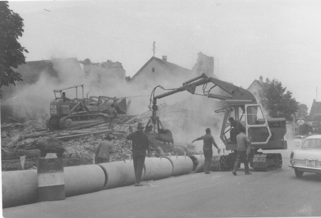 "Abbruch des ""Hübelihauses"", heute Papeterie Korei, um 1962"
