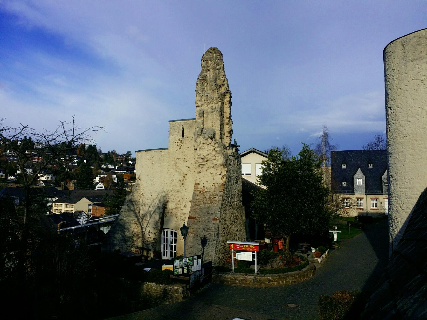Bad Münstereifel - Burg Restaurant Cafe mit Aussicht auf die Stadt